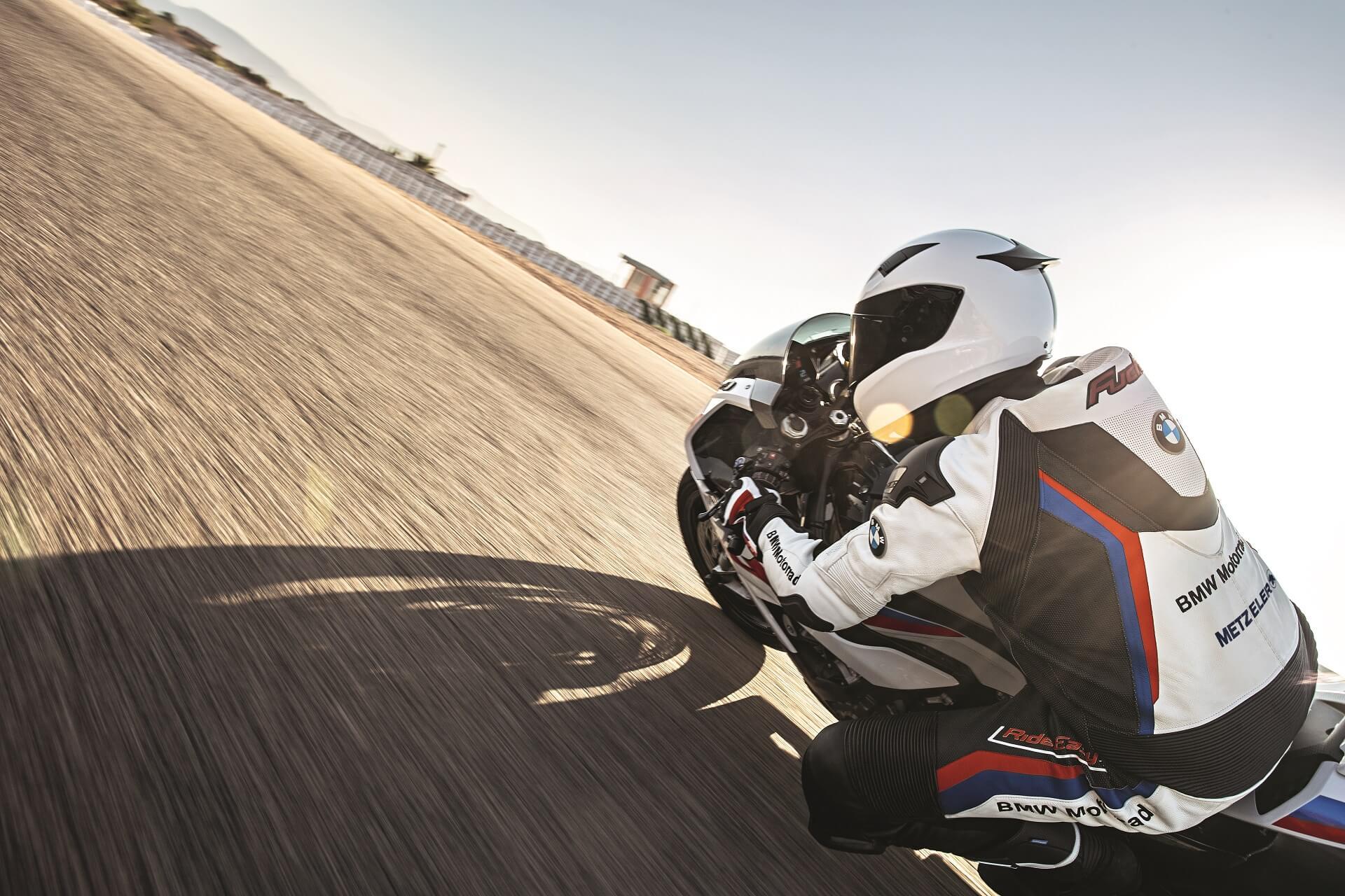 Kurventraining mit der Moto Racing School